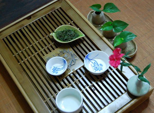 席面设计的色调通常奠定了整个茶席的主基调,布置时常用到的有